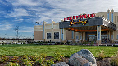 The entrance to Hollywood Gaming at Dayton Raceway showing the valet area and Hollywood sign.